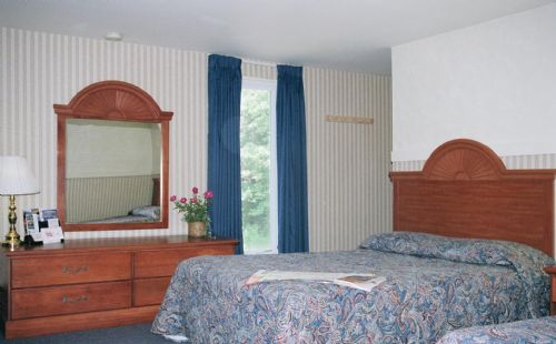 Former Econolodge; now Budget Host Inn